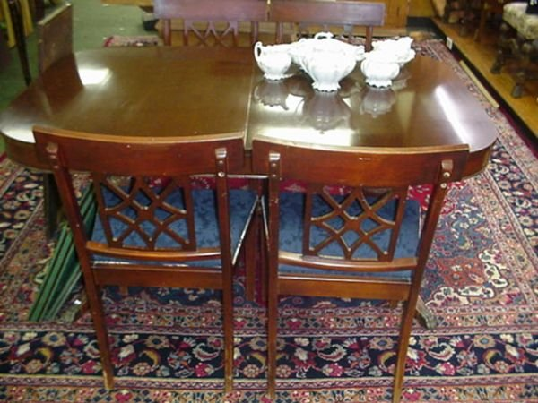 1569C: Duncan Phyfe Mahogany Pedestal Dining Table:
