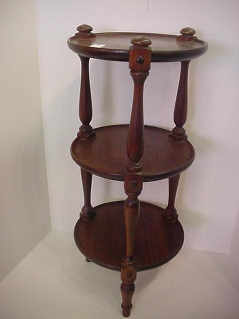 1570: 3 Tier Pine Pie Table: