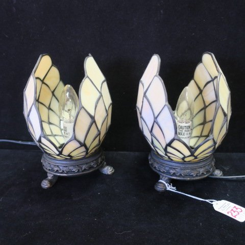 Pair of Slag Glass Open Clam Shell Accent Lamps: - 2