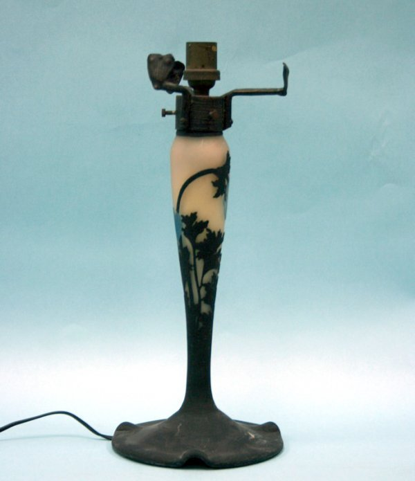 21: ART NOUVEAU - A fine French cameo glass table lamp