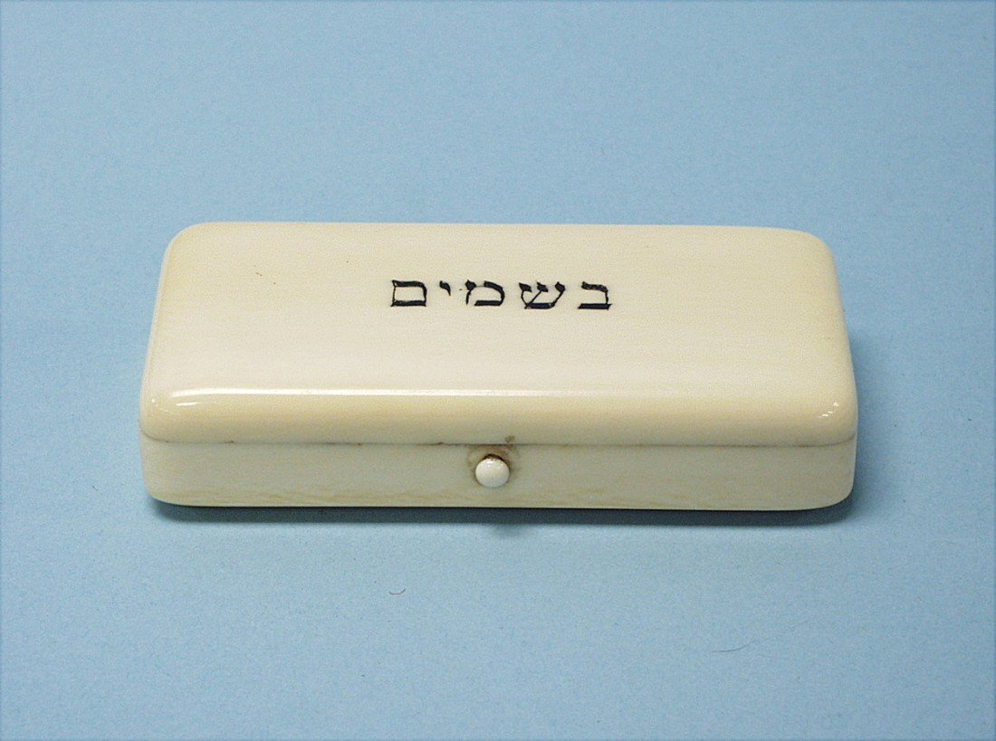 7: JUDAICA - A well carved antique German ivory spice b