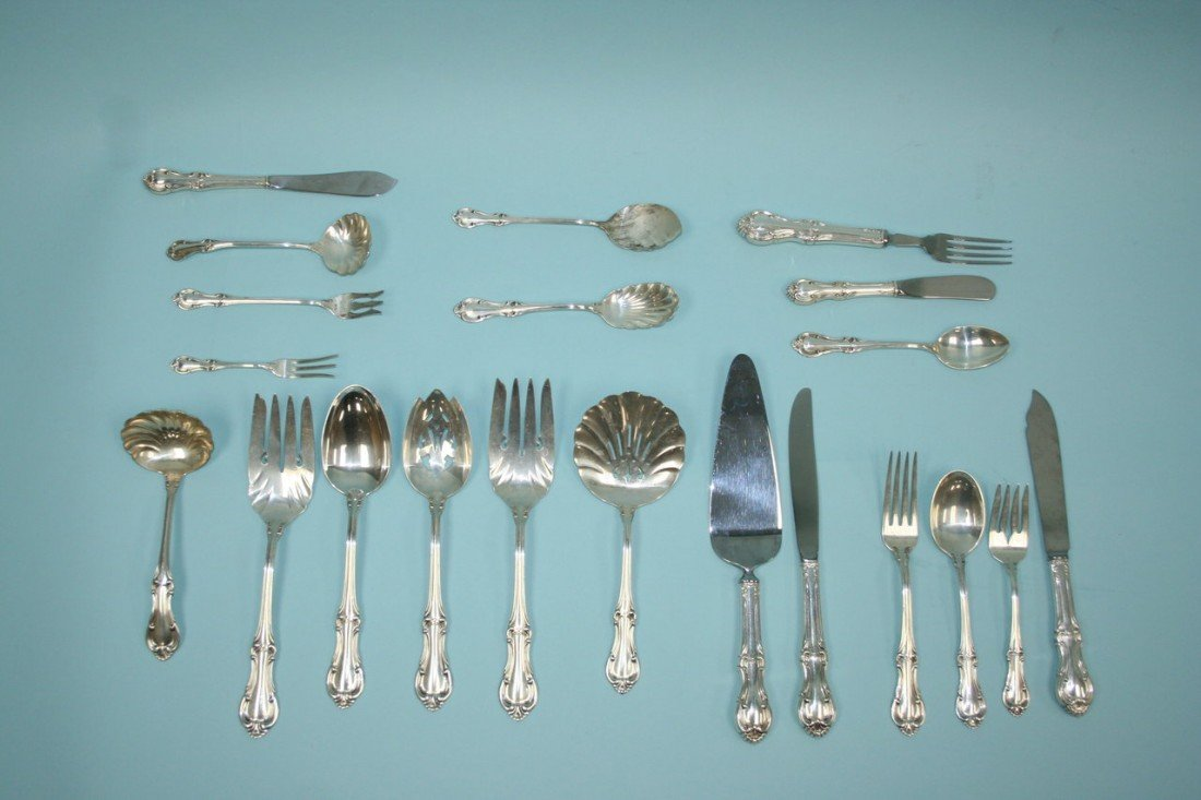 399: A very good 121 piece sterling silver flatware ser
