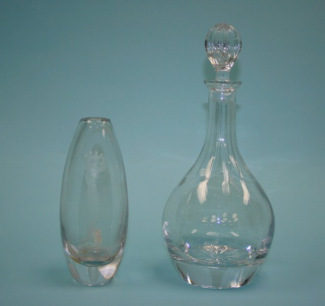 2: A lot of 2 pieces, a signed Swedish art glass vase,
