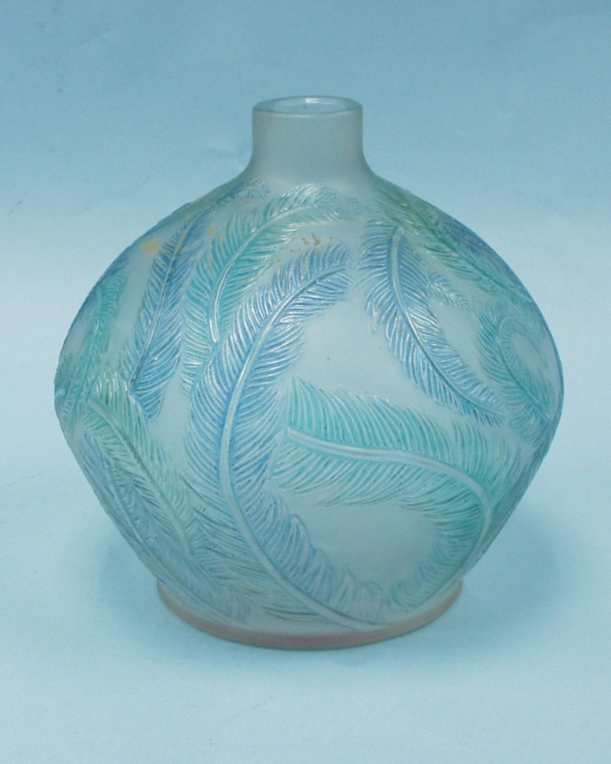 "22: ART DECO - R. LALIQUE - ""Plumes"". A frosted and cle"