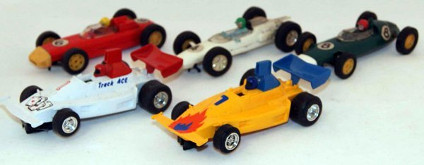 8: 5 x Unboxed Scalextric F1 Cars including 3 x Formula