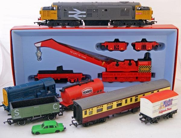 13: Large Quantity of Triang Hornby and Hornby Railways