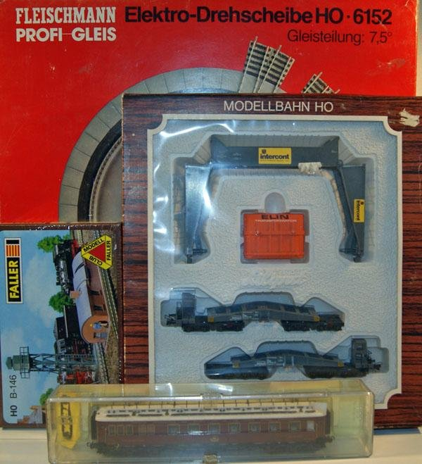 16: 4 x Railway Accessories including Fleishmann Electr