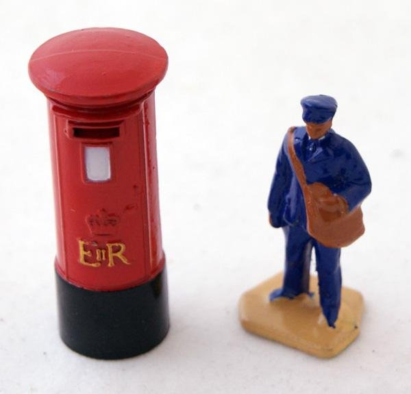 2: 2 x unboxed Dinky including # 760 Pillar Box, Red an