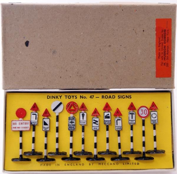 15: Dinky # 47 Road Signs Set US issue comprising 12 x