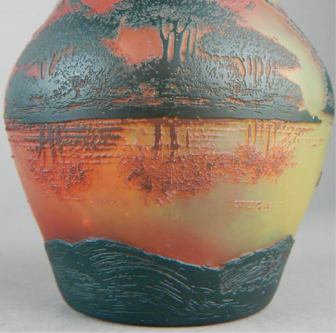 De Vez Cameo Art Glass Vase - 8