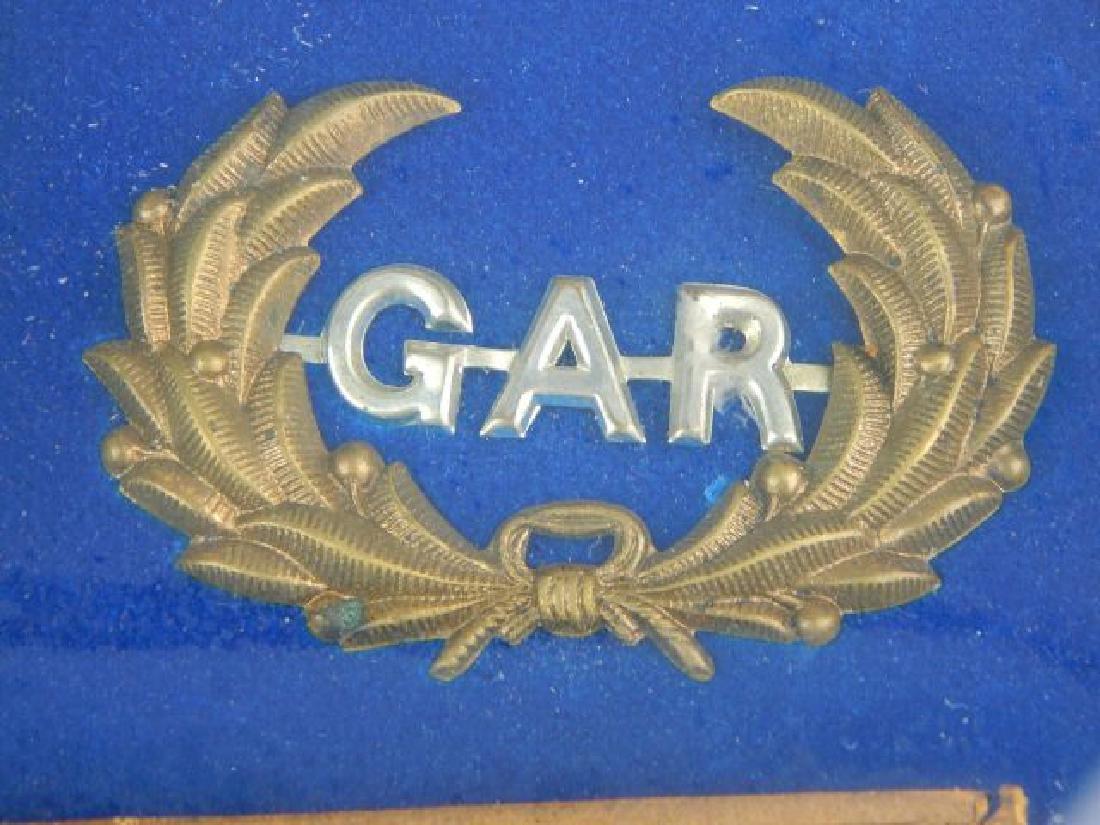 Civil War Daguerreotypes, Medals & Badges in Frame - 8