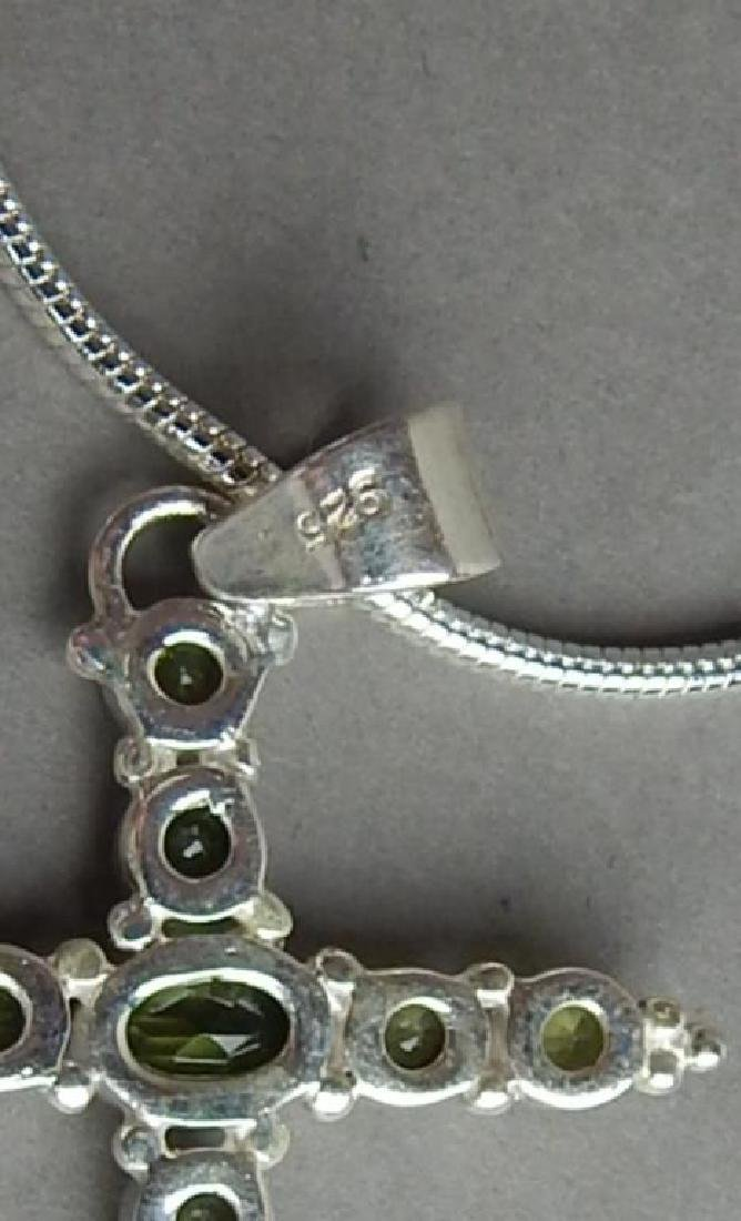 Beautiful 12.5 CT Peridot Cross Pendant - 4