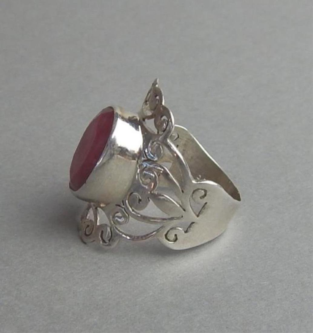 Breathtaking 4.85 Ct Ruby and Silver Ring - 2