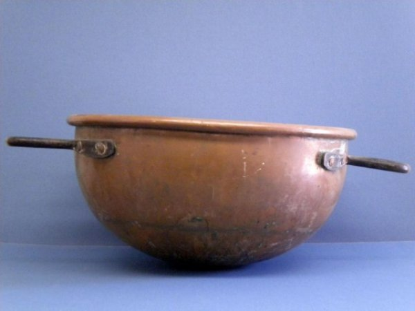23: A20-2 OLD COPPER CANDY POT