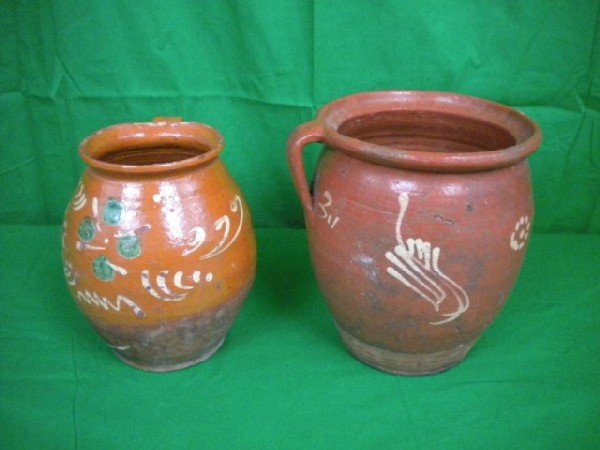 1015: D3-6 TWO REDWARE POTS WITH SGRAFFITO DESIGNS