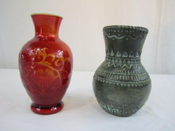 20: D30-11 LOT OF TWO VASES
