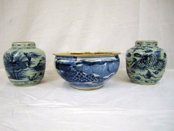 727: A6-17 LATE 18TH CENTURY 3PCS. OF MING PORCELAIN