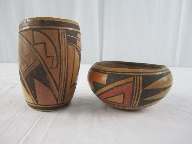 518: A3-3 SET OF 2 VINTAGE INDIAN POTTERY