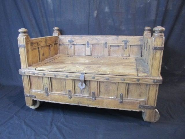 687A: D34-1 RUSTIC HOPE CHEST / BENCH ON WHEELS