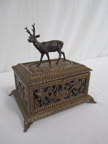 9: D51-3  BRONZE BOX WITH DEER ON TOP