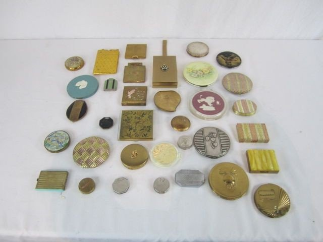 508: C98-7  LOT OF 34 ASSORTED COMPACTS & LIGHTERS