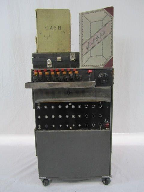 600A: D40-1  WORLD FAMOUS LAUGH BOX BY CHARLES DOUGLAS