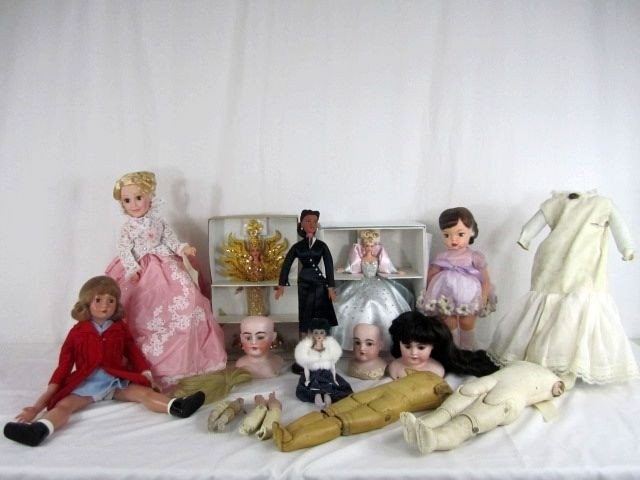 1: A4-1  LOT OF 7 ASST DOLLS & BOX OF DOLL PARTS