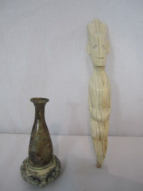 9: A4-9  ROMAN PERFUME VIAL & IVORY CARVING