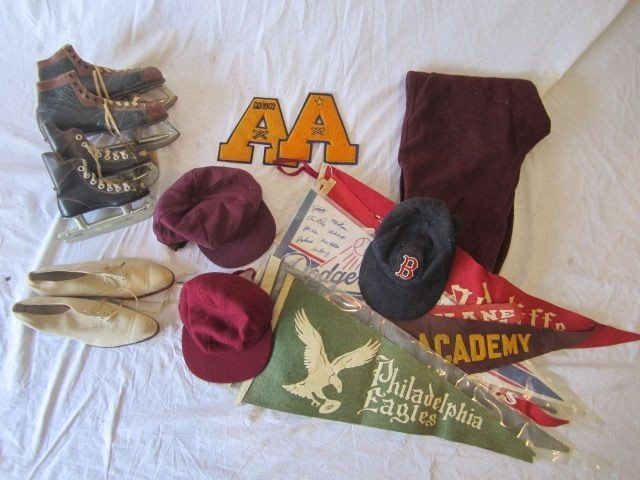 22: D50-22  BOX LOT OF VINTAGE SPORT ITEMS