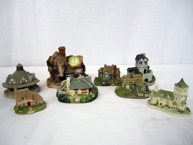 44: D18-1  LOT OF 8 ASSORTED COTTAGES