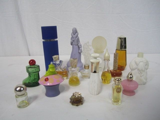 245: A4-3  LOT OF 17 PERFUME BOTTLES