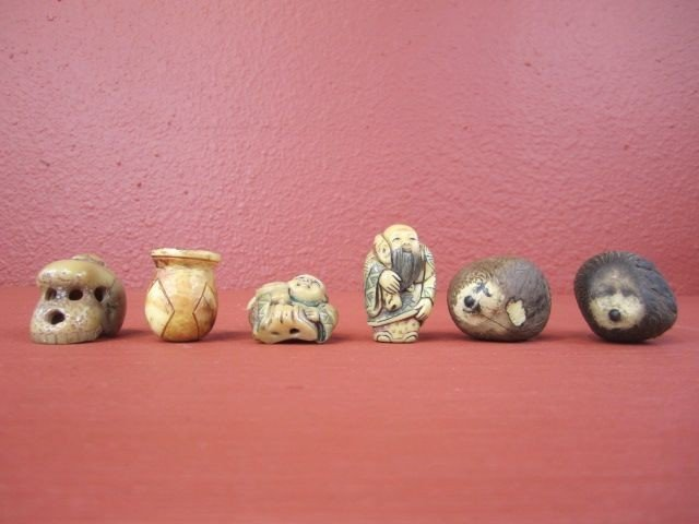 650: F27-26  LOT OF 4 IVORY CARVINGS & 2 TAGA NUTS
