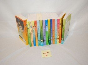 10: 17 WIZARD OF OZ PAPERBACKS SIGNED ROBERT BAUM