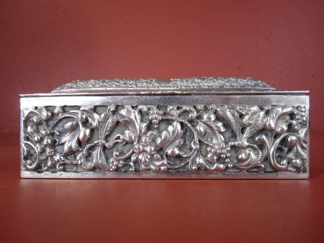 6: D34-6  SMALL ANTIQUE SOLID SILVER BOX