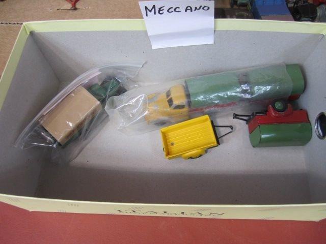 25I: F72-9  LOT OF 139 VINTAGE MATCHBOX & ASST CARS - 8