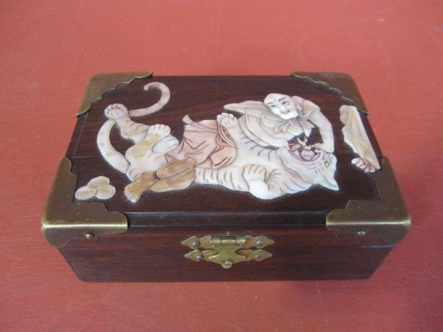 509: A9-9  ANTIQUE CHINESE WOOD BOX