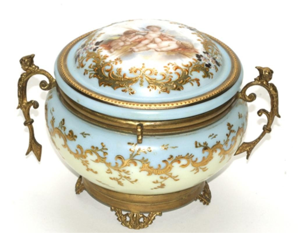 510E: F60-153  HAND PAINTED PORCELAIN BOX WITH LID