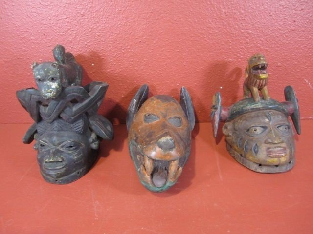 259: C79-9  LOT OF 3 AFRICAN WOOD CARVED ITEMS