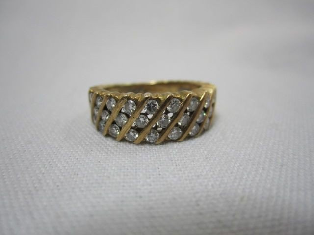 80E: A27-5  DIAMOND & 14K YELLOW GOLD RING