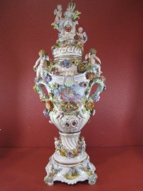A11-27  MONUMENTAL MEISSEN COVERED URN
