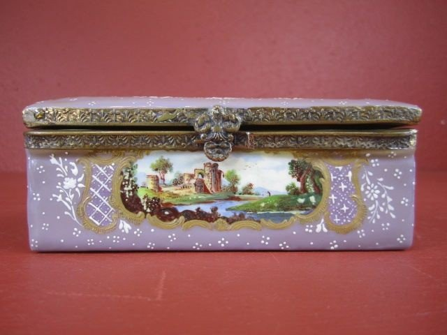 6: F89-1  ENAMELED PORCELAIN BOX
