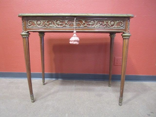 110: A11-109  VITRINE TABLE WITH BRONZE ORMOLU