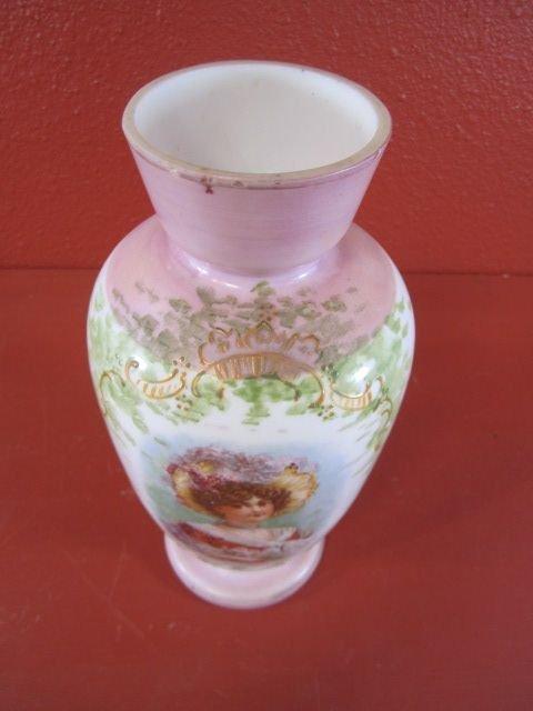 156: E15-4  ANTIQUE DECORATIVE GLASS VASE - 3