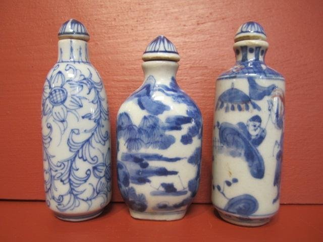 14: D56-9  LOT OF 3 CHINESE BLUE & WHITE SNUFF BOTTLES