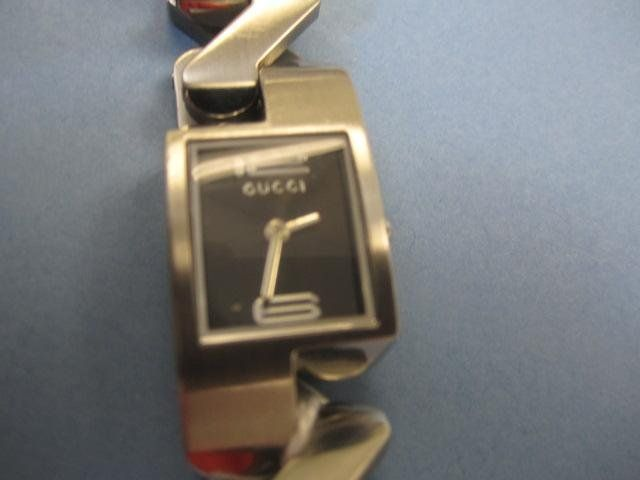 163: A27-18  GUCCI STAINLESS STEEL WATCH
