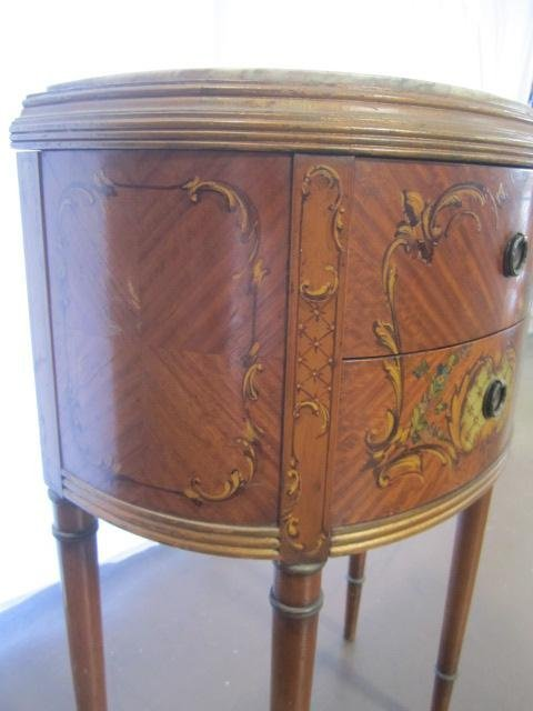 692: E22-9  PAIR OF GILTWOOD 1/2 MOON SIDE TABLES - 4