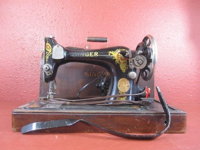 2: C81-1  ANTIQUE SINGER SEWING MACHINE