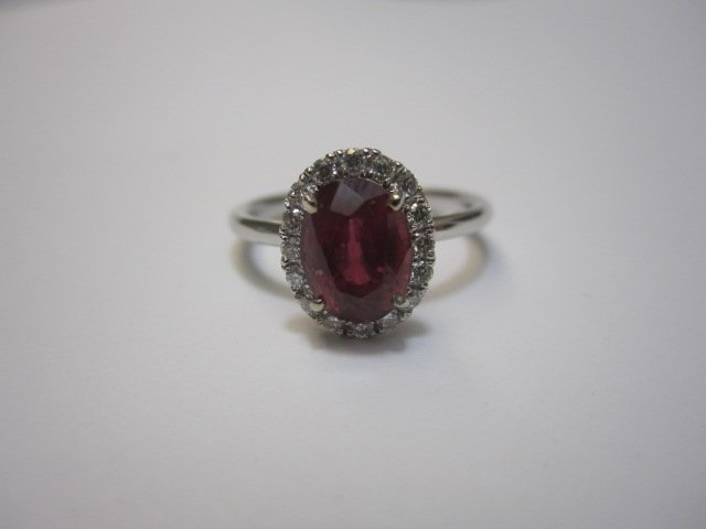 240E: A27-26  14K WHITE GOLD RING SET WITH A OVAL RUBY