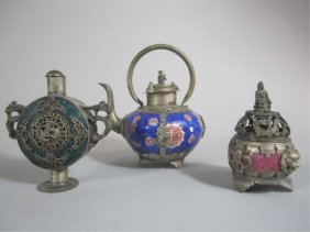 A70-5  GROUP OF THREE CHINESE ITEMS