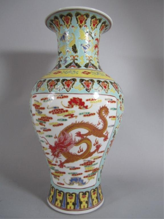 A72-25  CHINESE FAMILLE ROSE VASE